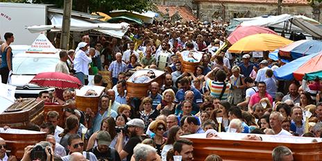 La procesión de los ataúdes