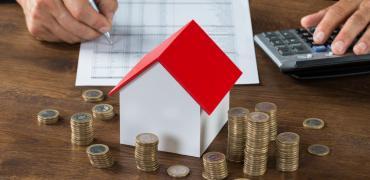 El euríbor se desploma en junio y abarata las hipotecas al volver a zona de mínimos históricos