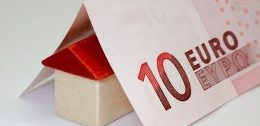 El euríbor cierra agosto en mínimos históricos, pero apenas se notará en las hipotecas