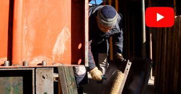 Mario, artesano del encofrado, la base para la construcción de una vivienda
