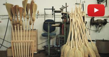 Miguel, el último fabricante de escobas de mijo artesanales