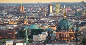 La iniciativa popular para expropiar 240.000 pisos a inmobiliarias gana en Berlín