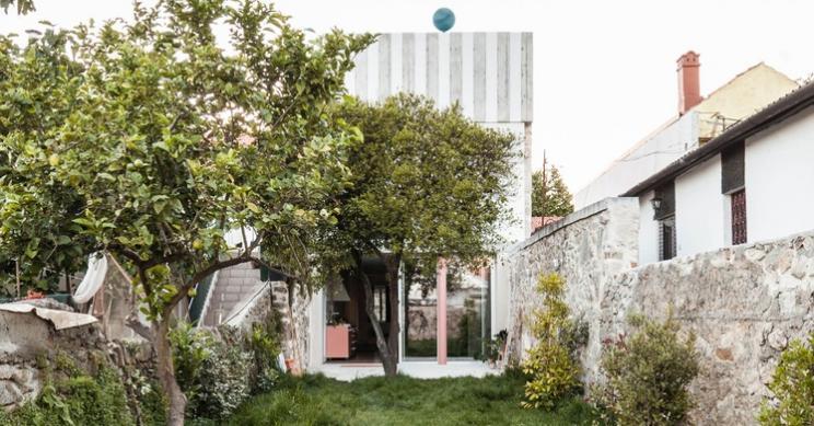 Una reforma de diseño revive una bonita casa abandonada del siglo XVIII en Oporto