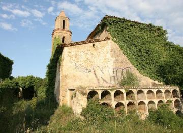 Un grupo de jubilados madrileños compra una aldea en Galicia para un retiro conjunto