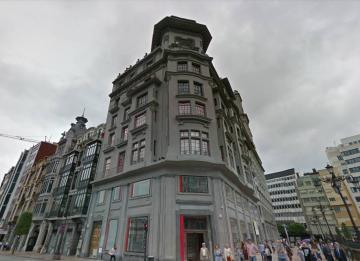 Correos prepara una división inmobiliaria para alquilar o vender sus edificios 'prime'