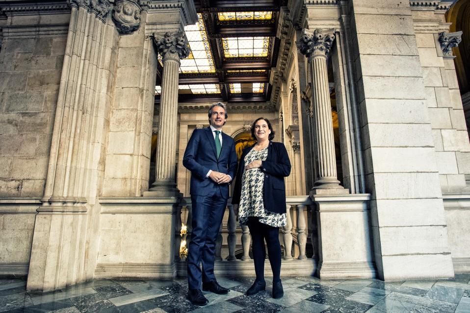 El ministro de Fomento, Íñigo de la Serna, junto a la alcaldesa de Barcelona, Ada Colau / Ayuntamiento de Barcelona