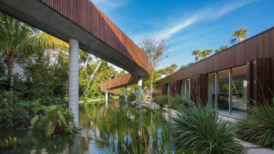 Casas de ensueño: una villa de lujo en Miami con su propia laguna ...
