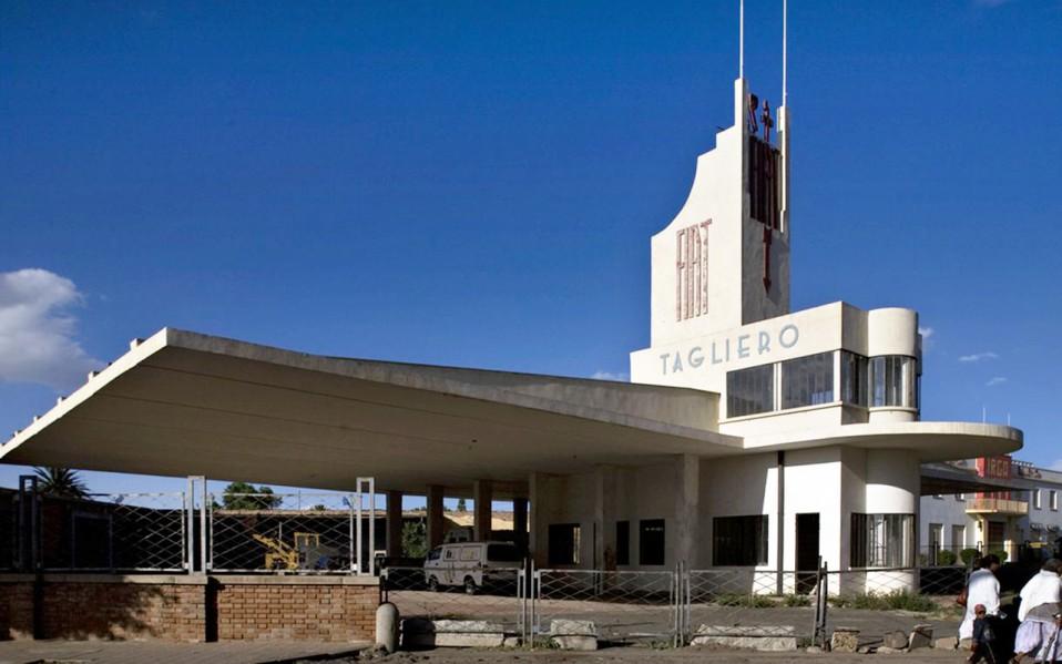 Estación Fiat Tagliero / Edward Denison, 2016