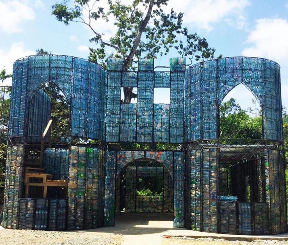 Foto: Plastic Bottle Village