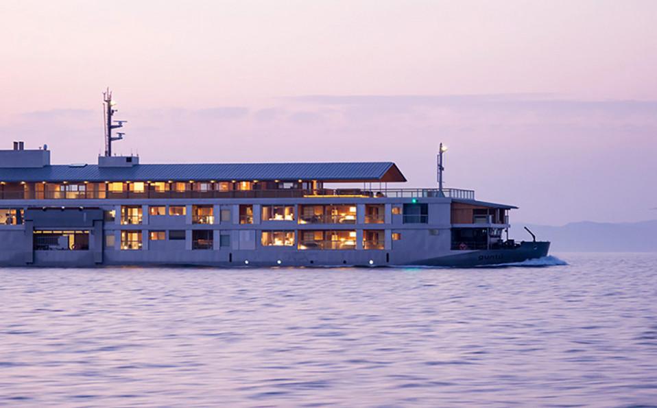 Vista exterior de la embarcación