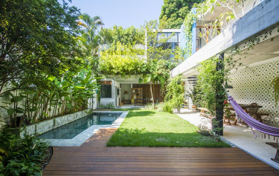 jardin interior expectacular en este dise ointerior de vivienda Casas de ensueño: una joya arquitectónica que esconde una exuberante selva  en su interior. Jardín