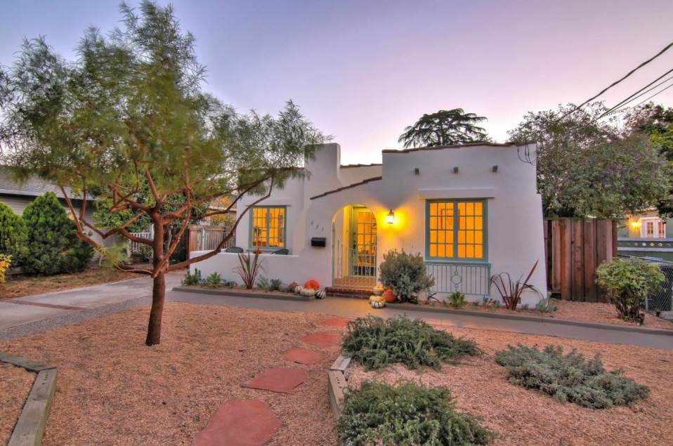 Exterior del bungalow / Coldwell Banker