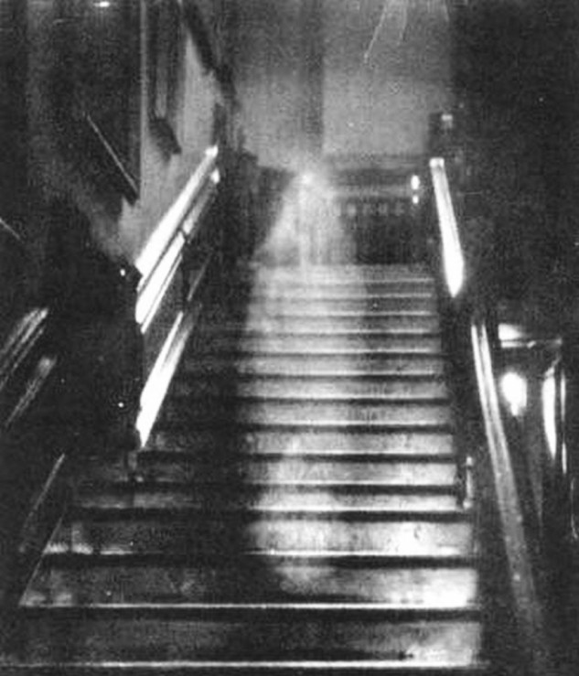 Aparición de espíritus en el hotel