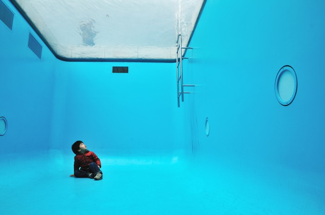 La piscina realizada por el artista argentino Leandro Erlich