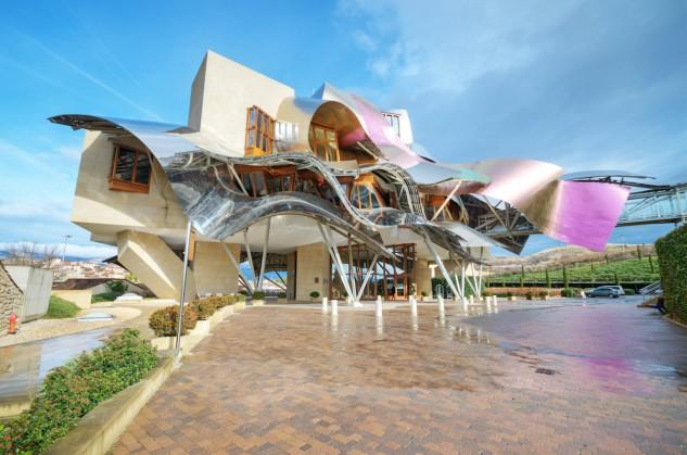 83 - Bodegas de Marqués de Riscal en La Rioja Alavesa, España, de Frank Gehry. David Herraez