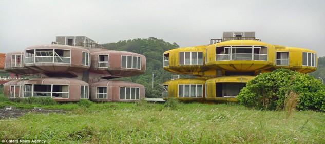 Sanzhi Pod houses (Taiwan), ya derruido