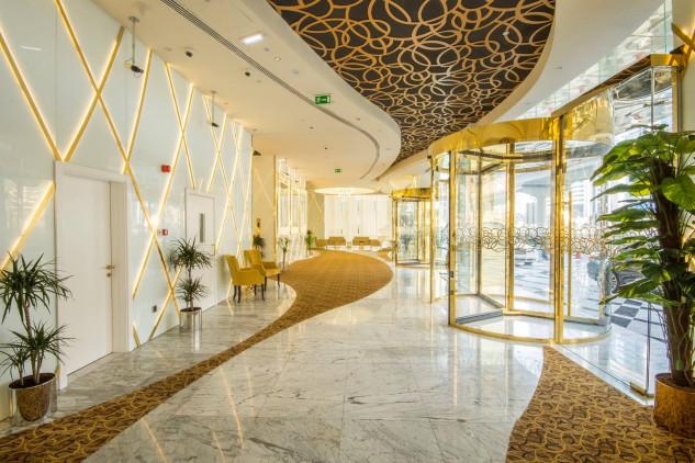 Las puertas de entrada están bañadas en oro