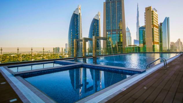 Cuenta con spa, piscina y club gourmet
