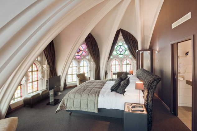 En 2006 fue adquirida por el grupo hotelero Martin´s, que la remodeló para convertirla en hotel / Martin's Patershof