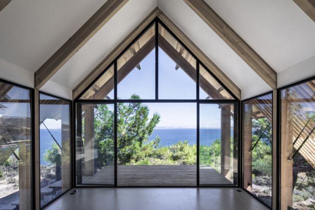 Grandes ventanales para ver el mar