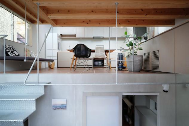 Tiene dos plantas y un total de 51 m2