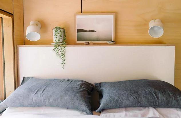 Avec tête de lit et son propre éclairage