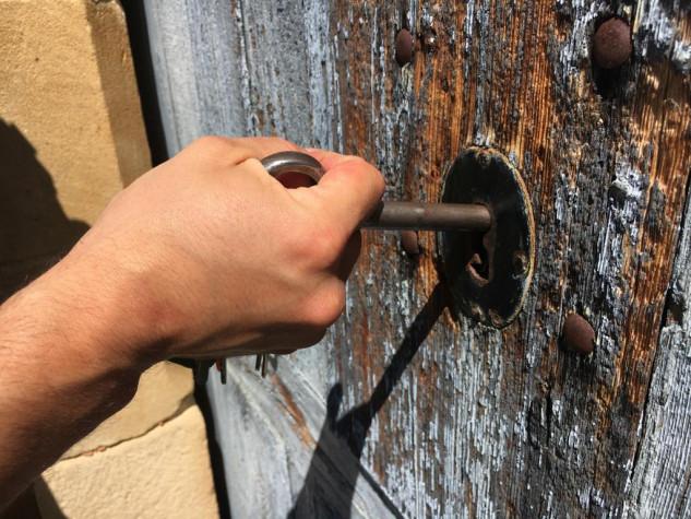 Entrada cerrada con llave
