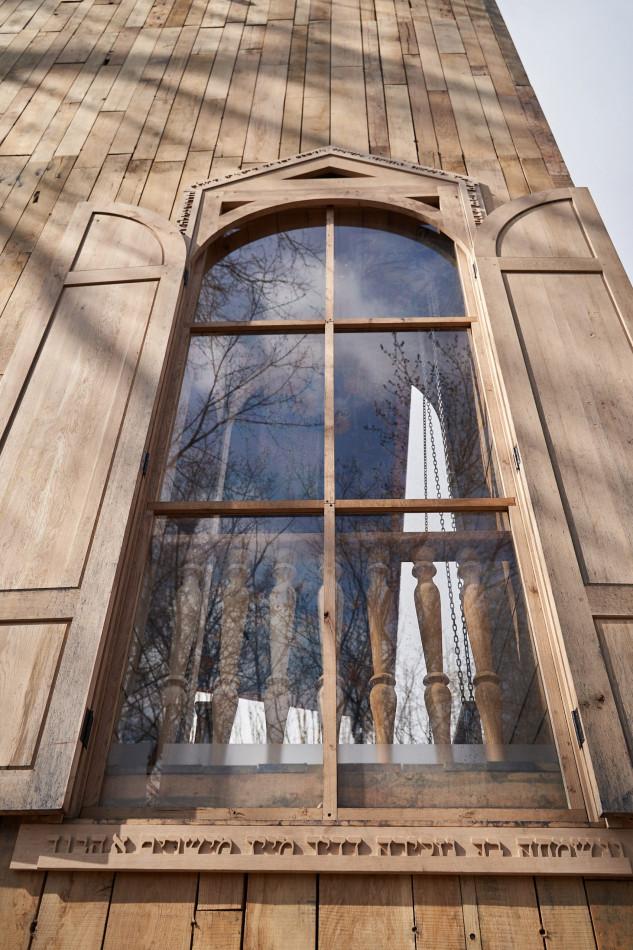 Una gran ventana en la fachada