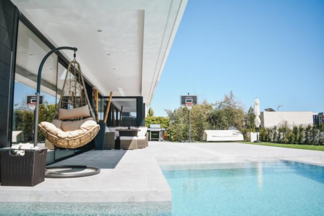 Casa de lujo con piscina / Spathios