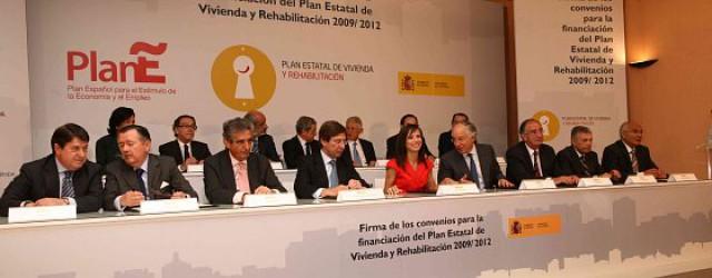 foto de la firma de los convenios para la financiación del plan de vivienda