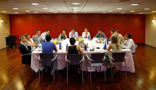 mesa con los asistentes a la tercera edición del quo vadis, vivienda?