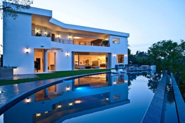 exterior de la vivienda con vistas a la piscina con horizonte infinito