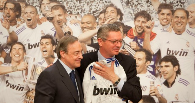 pérez y gallardón en la celebración del real madrid como campeón en la copa del rey 2010/2011