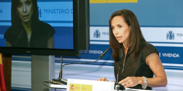 la ministra de vivienda anunciando las medidas