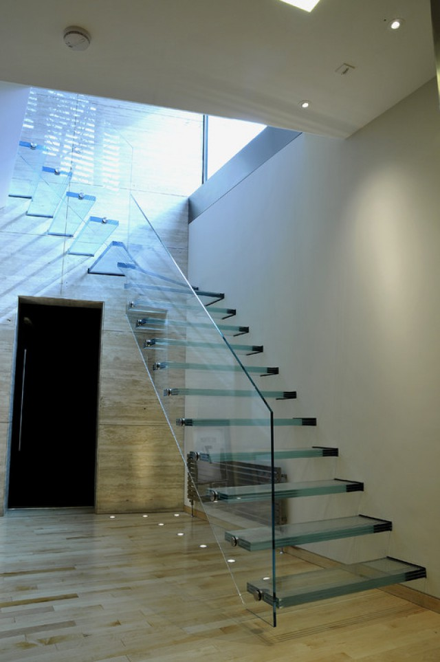 Decoracin escaleras de cristal Te atreves Fotos idealistanews
