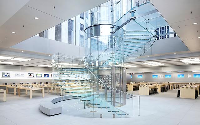 las escaleras de cristal de la tienda apple en la quinta avenida nyc han