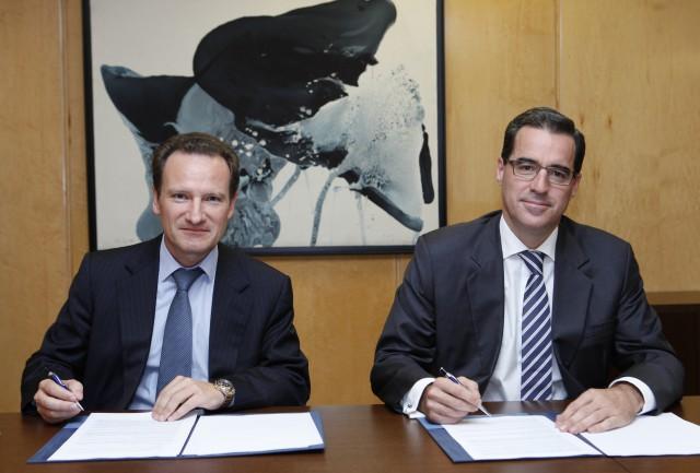 Jaime Sáenz de Tejada, director de España y Portugal de BBVA, y Walter de Luna, director general de Sareb