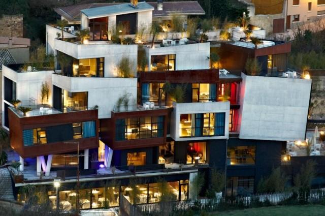 el hotel viura en el pueblo villabuena de álava