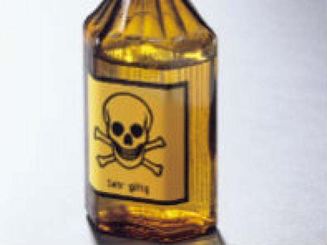 una de las principales medidas para evitar la toxicidad en el hogar es reducir el número de productos de limpieza