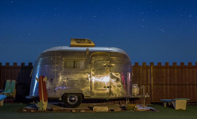 una de las habitaciones caravana del motel the hicksville. foto: the hicksville