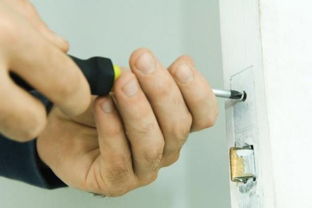 el inquilino puede cambiar la cerradura del piso de alquiler