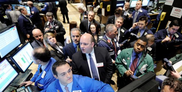 Los brokers, pendientes del mercado