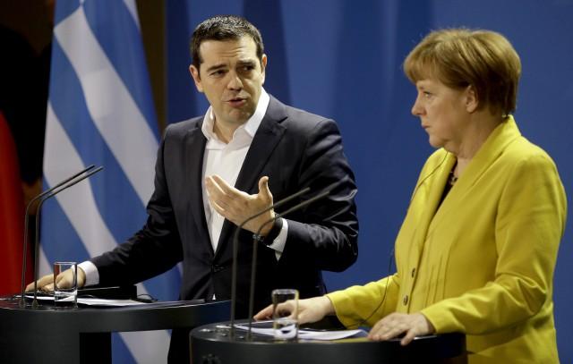 El primer ministro griego, Alexis Tsipras; y la canciller alemana, Angela Merkel