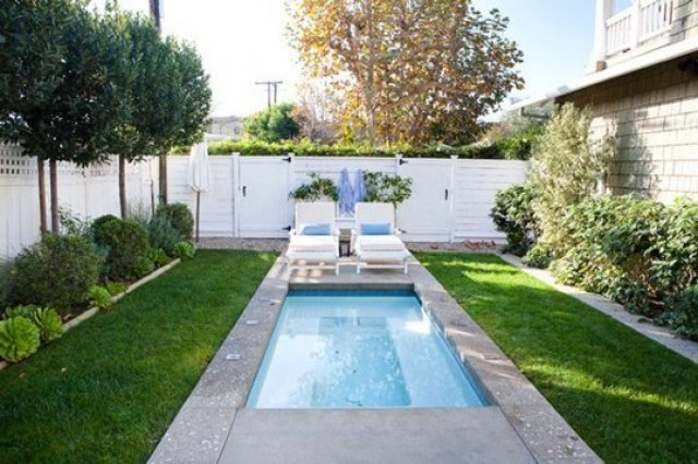 ideas de decoracin cmo tener una piscina en un patio pequeo idealistanews - Decoracion De Piscinas