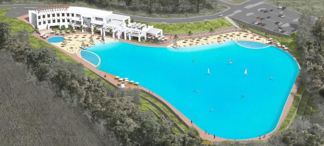 La enorme piscina del hotel