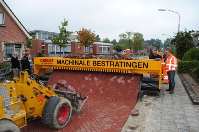 La máquina capaz de pavimentar el suelo
