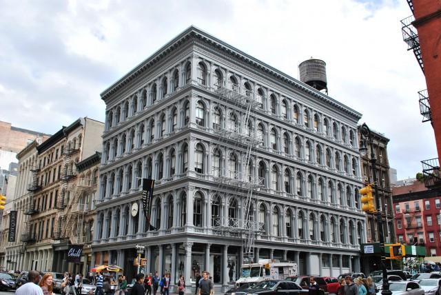 un emblemático edificio en el Soho de Nueva York