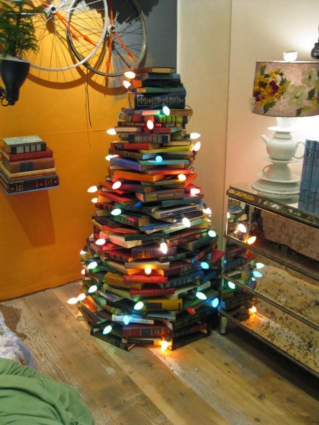 rbol de navidad hecho con libros