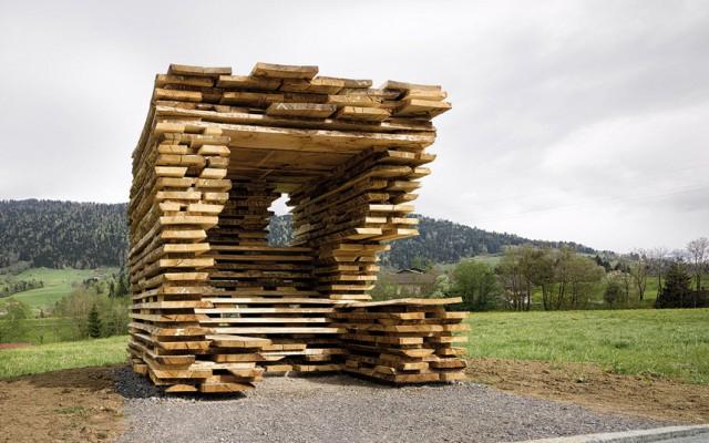 Parada de autobus de diseño realizada en madera