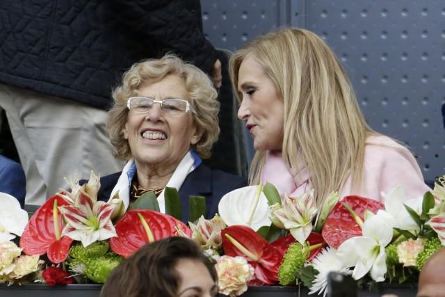 La alcaldesa de Madrid, Manuela Carmena, y la presidenta de la CAM, Cristina Cifuentes
